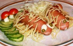 Сосиски в макаронах