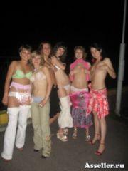 Пьяные выпускницы и их сиськи 8