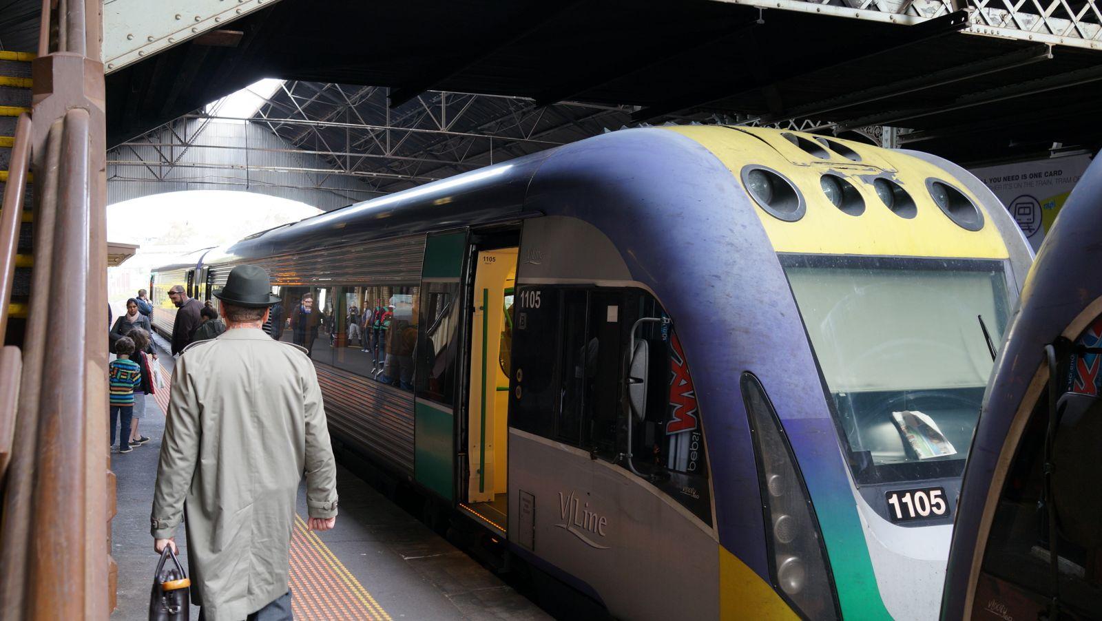 Джелонг, Австралия, поезд