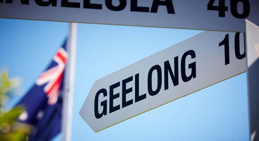 Geelong road sign.jpg