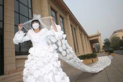 Свадебное платье из респираторных масок