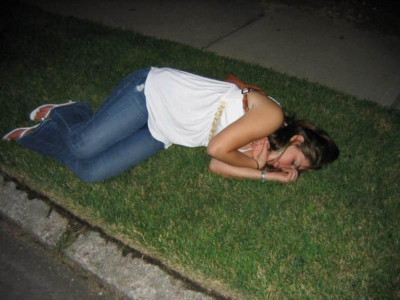 ног очень пьяные женщины видео трое
