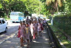 1 сентября, школьники и школьницы Республики Сейшельские Острова 4