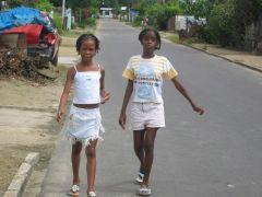 1 сентября, школьники и школьницы в Суринам, Южная Америка 6