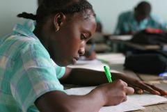 1 сентября, школьники и школьницы в Суринам, Южная Америка 10