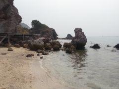 Лагуна вдали от общественного пляжа