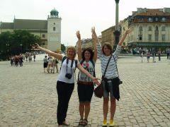 в Варшаве на Замковой площади сразу по приезду с Соней и Ольгой