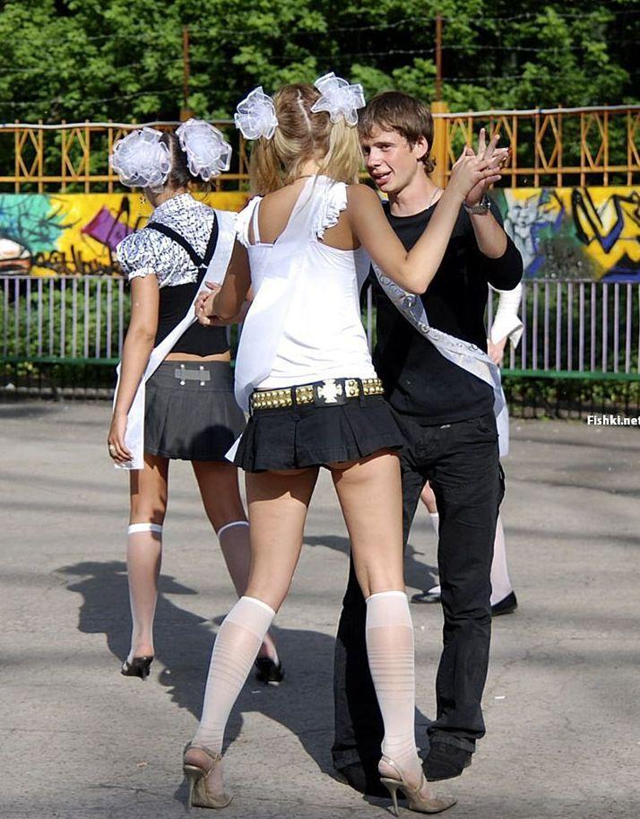 фото выпускниц что у них под юбками