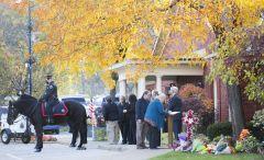 Росперсонал отзывы, Hamilton, ontario, Canada, people sign A book Of condolences outside The Markey Dermody Funeral Home