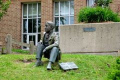 Росперсонал отзывы   Kitchener Waterloo, Ontario, Canada   statue Of William Lyon Mackenzie King