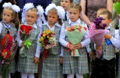 1 сентября, школьники и школьницы, форма и цветы