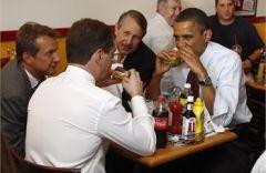 Медведев с Обамой и фастфуд