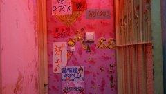 Гонконг. Посмотрите в Интернете - полно целых подъездов с комнатами и миниквартирками, Все быстро, дешево и сердито.