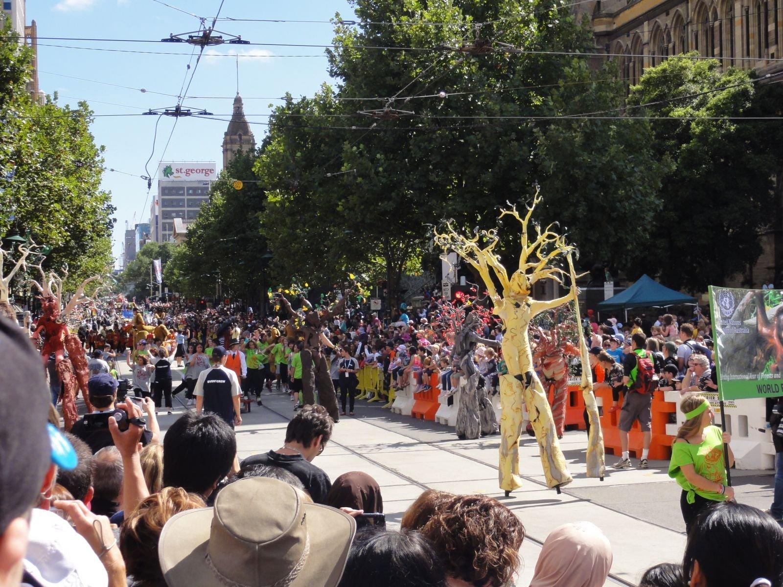 """Мумба 2011 - """"живые"""" деревья - это уже """"обязаловка"""" парада."""