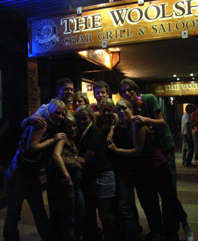 Мы с друзьями в баре Woolshed