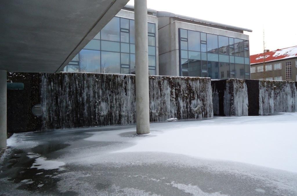 ледяные стены Рейкъявика.