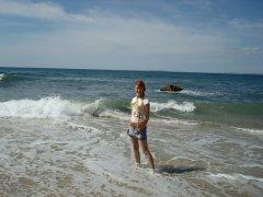 на фоне моря