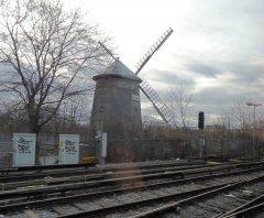 мельница где то возле железной дороги
