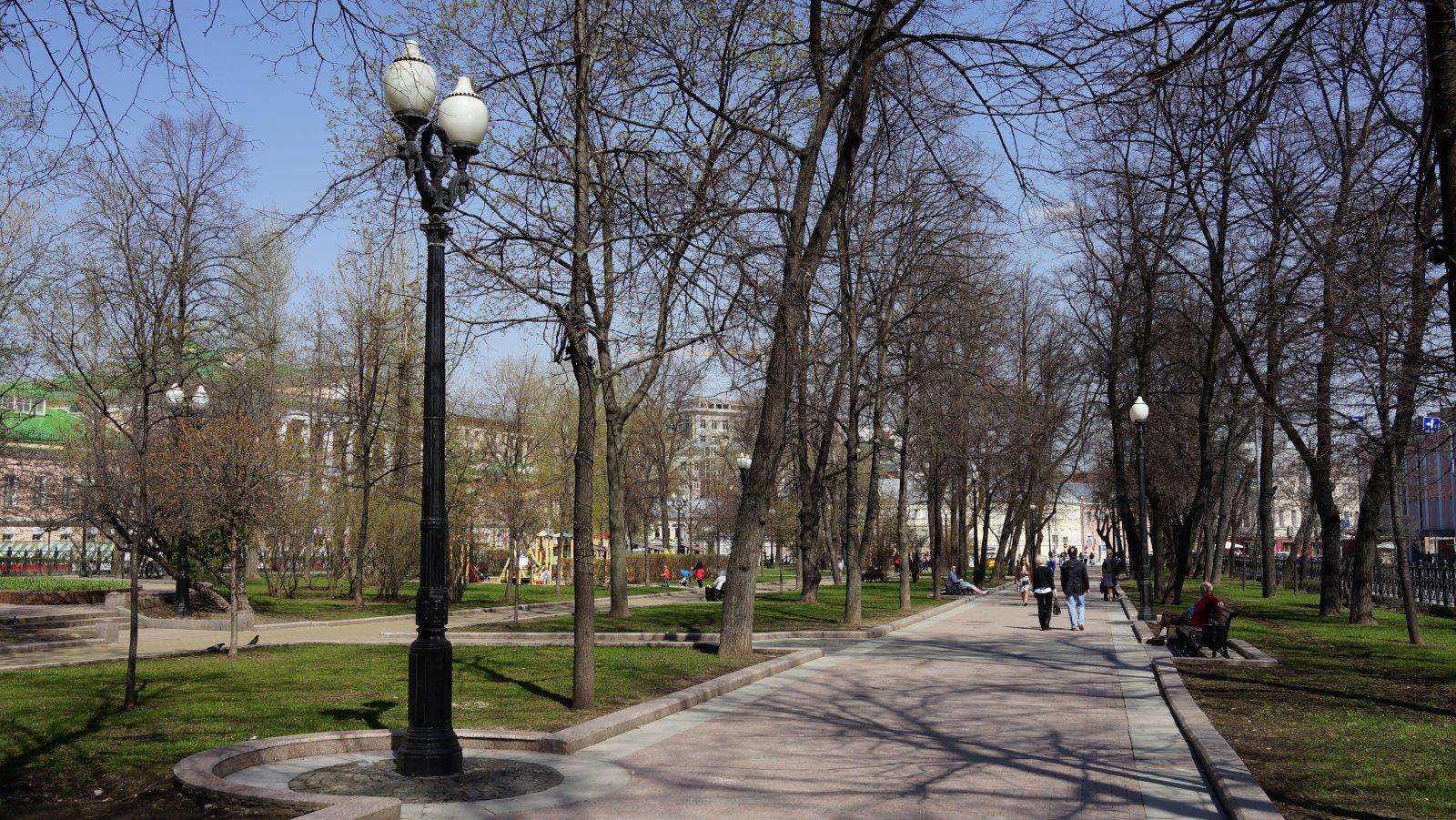 на_Петровском_бульваре,_г._Москва_30_04.2017_г.JPG