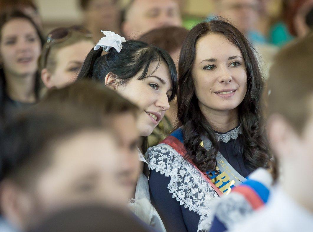 Девочки, школьницы и выпускники, Владивосток.jpg