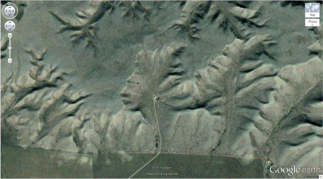 The Badlands Guardian, Walsh, Alberta, Canada.jpg
