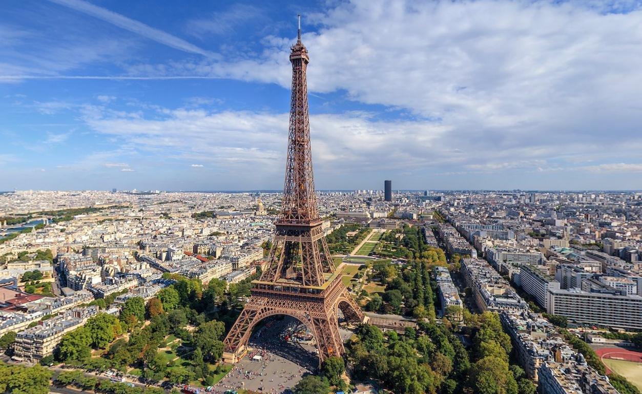 Десятое место Франция. Прирост миллионеров 10,7%. Число миллионеров в стране 579 тысяч человек..jpg