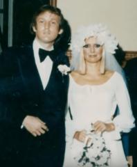 1 Дональд Трамп и Ивана Мари Зельничкова поженились в 1977 году. Ему было 30, ей 28..png