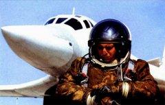 Женщина пилот военного самолёта.jpg