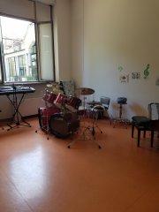 Один день в доме престарелых. Итальянском. Досуговый центр - барабаны и синтезатор.jpg