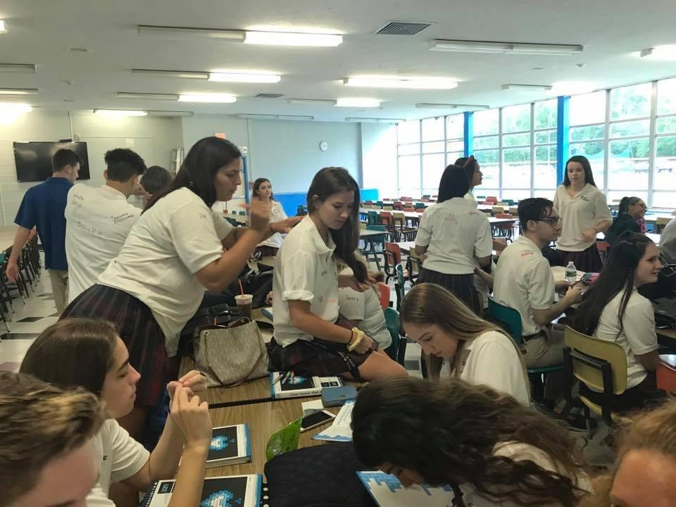 Выпускники и выпускницы. Что могут сделать школьницы в выпускную ночь, Union Catholic Regional High School, SCOTCH PLAINS, NJ, USA 2.jpg