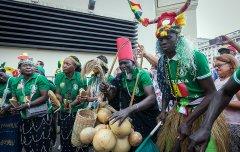 60 способов как быстро заработать на Чемпионате мира по футболу FIFA 2018 | Бизнес идея - шоу 'Африканские колдуны на улицах Москвы' - Сенегал.jpg