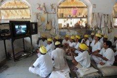 тюрьмы Сабармати делают из глины фигуры бога Ганеши на продажу. Ахмедабад, Индия.jpg