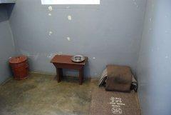 Тюремная камера Nelson Mandela, Robben Island, South Africa.jpg