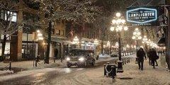 Vancouver, 13 февраля навалил снег, это Gastown.jpg