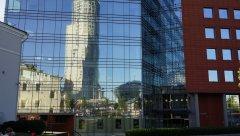 Садовое кольцо, отражение Swissôtel Красные Холмы в окнах здания на Садовнической улице 84с7, Москва 11.08.2018 г..JPG