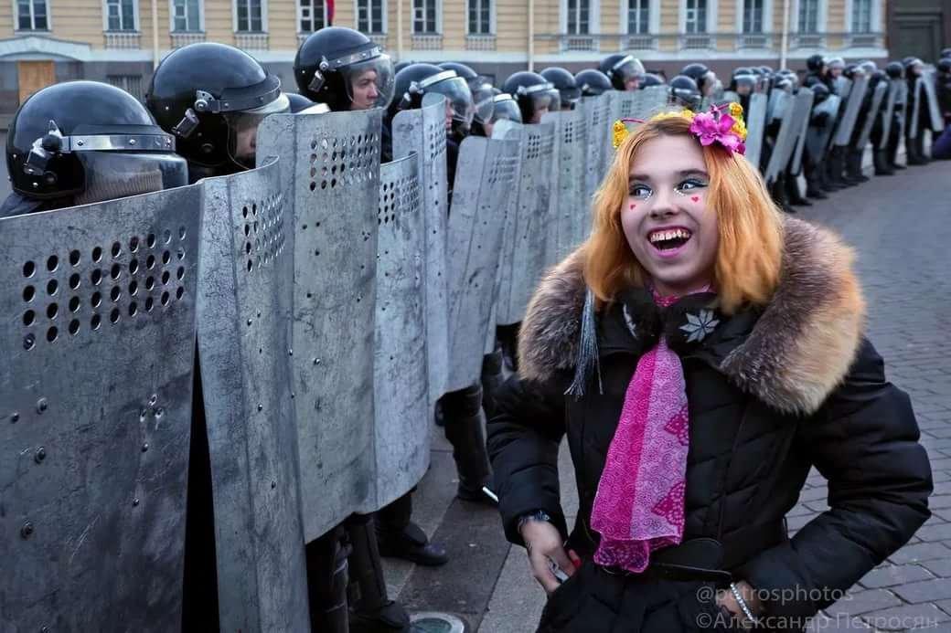 тем временем в россии фото приколы живет средь искристых