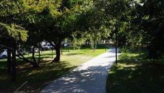 Садовое кольцо, сквер вдоль Житной улицы, напротив Калужской площади, Москва 24.08.2018 г..JPG