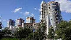 Вид на ряд жилых высотных зданий, проспект Вернадского 94к1, 94к2, 94к3 и 94к4, Москва, 25.08.2019 г..JPG