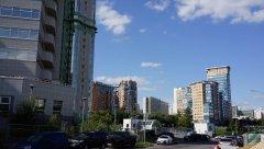 Вид на ряд жилых высотных зданий, проспект Вернадского 92, где размещается Нефтехимпроект - проектная организация, и 92к1, где размещается Инвитро в здании Корона-Эйр ТСЖ - элитная недвижимость, Москва, 25.08.2019 г..JPG