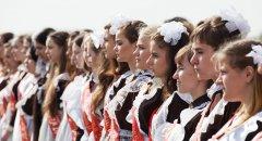Young Russian girls, high school gradiaters 175.JPG