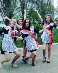 Young Russian girls, high school gradiaters 188.JPG