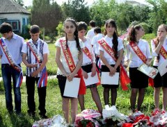 Young Russian girls, high school gradiaters 174.JPG