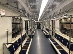 Empty-Moscow-Underground-2020-April-Working-day_COVID-19 2.jpeg