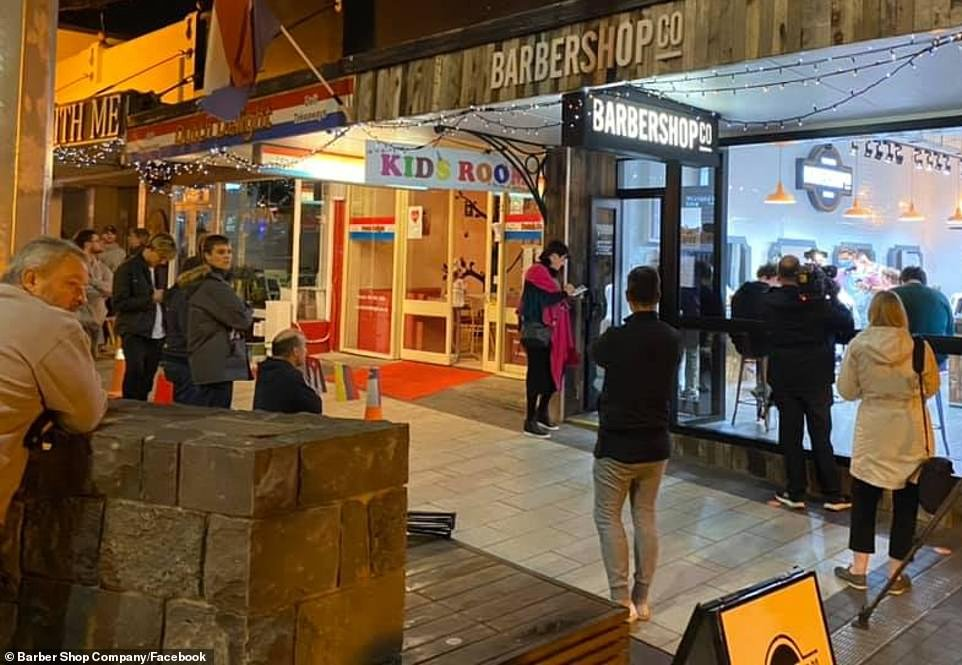 New Zealanders queued up outside hairdressers overnight-job-rospersonal-Mikhaylov-Evgeny-Matveevich-Immigration-Agent-Moscow.jpg
