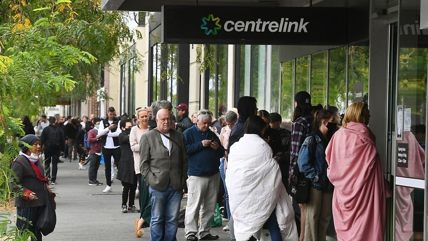 Hundreds of people queue outside a Centrelink in Melbourne amid the coronavirus pandemic-immigration-job-rospersonal-Mikhaylov-Evgeny-Matveevich-Immigration-Agent-Moscow.jpeg