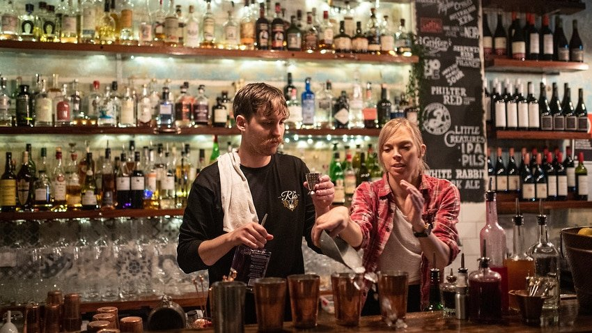 Bar staff making drinks at the Rio, Summer Hill, Sydney-immigration-job-rospersonal-Mikhaylov-Evgeny-Matveevich-Immigration-Agent-Moscow.jpeg