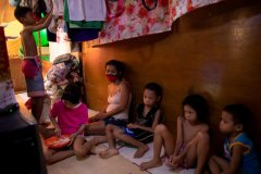 Philippines-poor-family.JPG