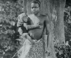 ронксский зоопарк в Нью-Йорке в течение недели держал мужчину из Центральной Африки в вольере.jpg