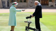 Captain Sir Tom Moore has been knighted in the Queen's first official engagement-jobs-immigration-visa-news-rospersonal-Mikhaylov-Evgeny-Matveevich-Immigration-Agent-Moscow.jpg