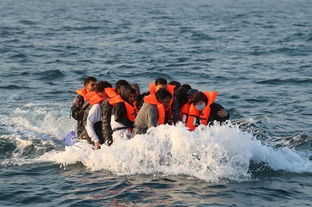 large.373108811_stopmigrantsfromcrossing